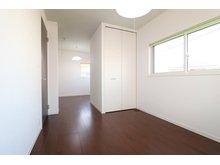 引野町南3 2880万円 約10.1帖の洋室は、お子様の成長にあわせて2部屋にしていただくことも出来ます。