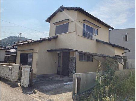 大字高井鮒田 1320万円 閑静な住宅地。 右田小学校まで1731m、右田中学校まで1146mの立地です。