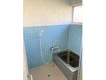 大字高井鮒田 1320万円 レトロな浴室は混合栓シャワーです。