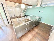 高須1(高須駅) 4690万円 リビングを見渡せるカウンターシステムキッチン♪忙しい主婦に嬉しい食洗器も完備♪