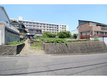 久松台3 2730万円 広い間口(約19.5m)の122.21坪土地です 大きな邸宅をご検討中の方におすすめ! 建築条件もありませんのでお好きな建築会社をお選びいただけます!