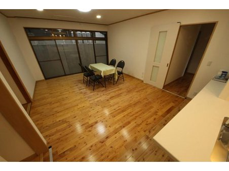 平和1(西鉄平尾駅) 4950万円 リビングは落ち着いた雰囲気♪ 広々スペースで家族団らんの楽しい時間を過ごせそうです(*^^*)
