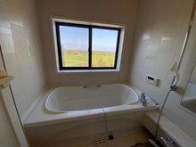 伊都ハイランド内 保養所、別荘、二世帯住宅 浴室からも景色を楽しむことができます。