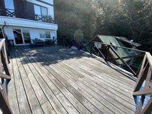 伊都ハイランド内 保養所、別荘、二世帯住宅 ガレージの上はデッキになっています。 バーベキューができる広さです。