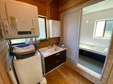 伊都ハイランド内 保養所、別荘、二世帯住宅 浴室は2カ所ございます。
