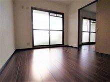 【フルローンOK!】ソリーナマンション中間【月々2.2万円台から】 リビング隣の6帖の洋室。