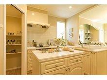 【セルコホーム】姶良平松 クイーンアン・スタイル モデルハウス 【一戸建て】 輸入キッチン(メリットキッチン社)を使用したキッチンです♪