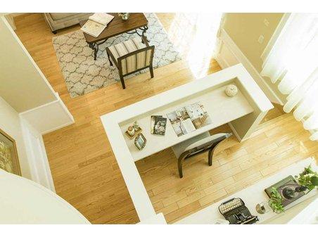【セルコホーム】姶良平松 クイーンアン・スタイル モデルハウス 【一戸建て】 1階と2階の間のスペースにはカウンタースペースがあります。